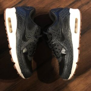 nike air max leather black size 7.5